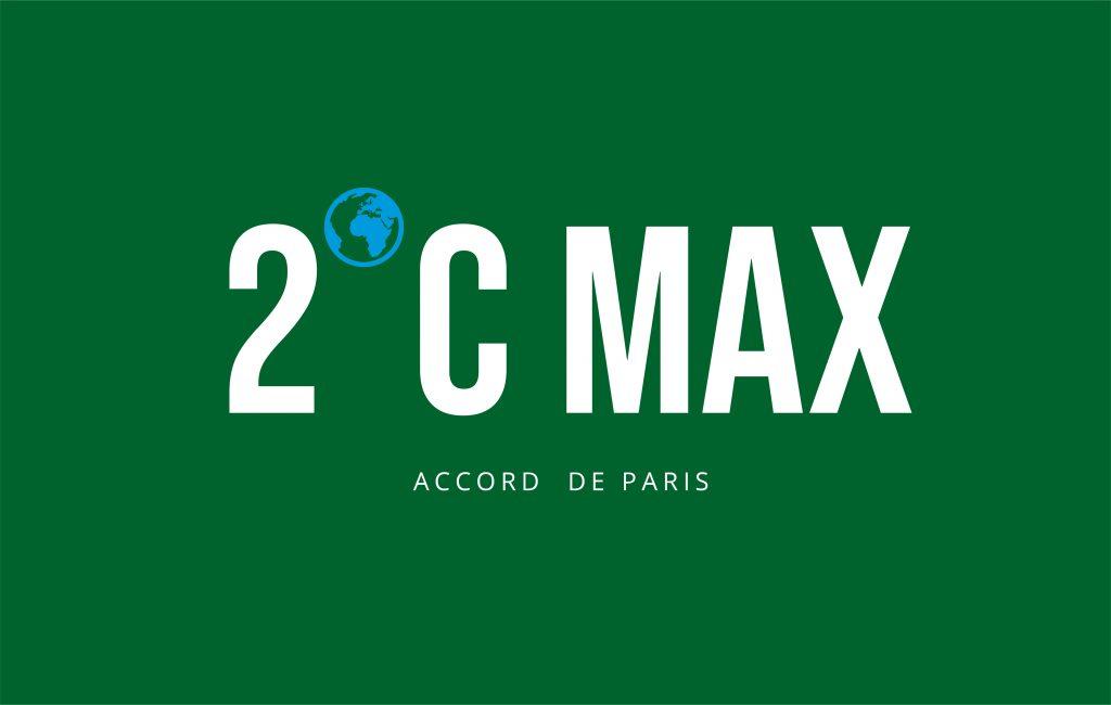 """""""2 degrés Celsius max accord de Paris"""" est écrit en blanc majuscules sur un fond vert."""