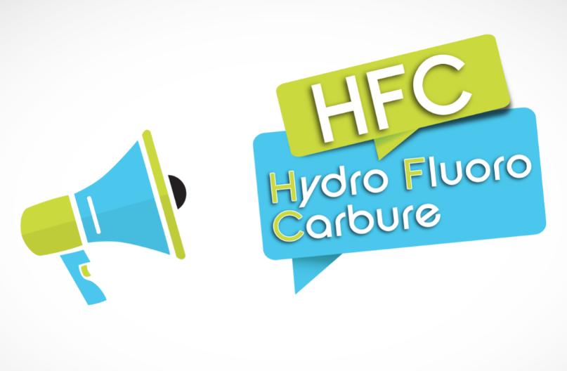 """La photo présente un porte voix bleu et vert à gauche. A droite, deux bulles avec inscrit """"HFC"""" dans une bulle verte et """"Hydro FLuoro Carbure"""" dans une bulle bleue."""