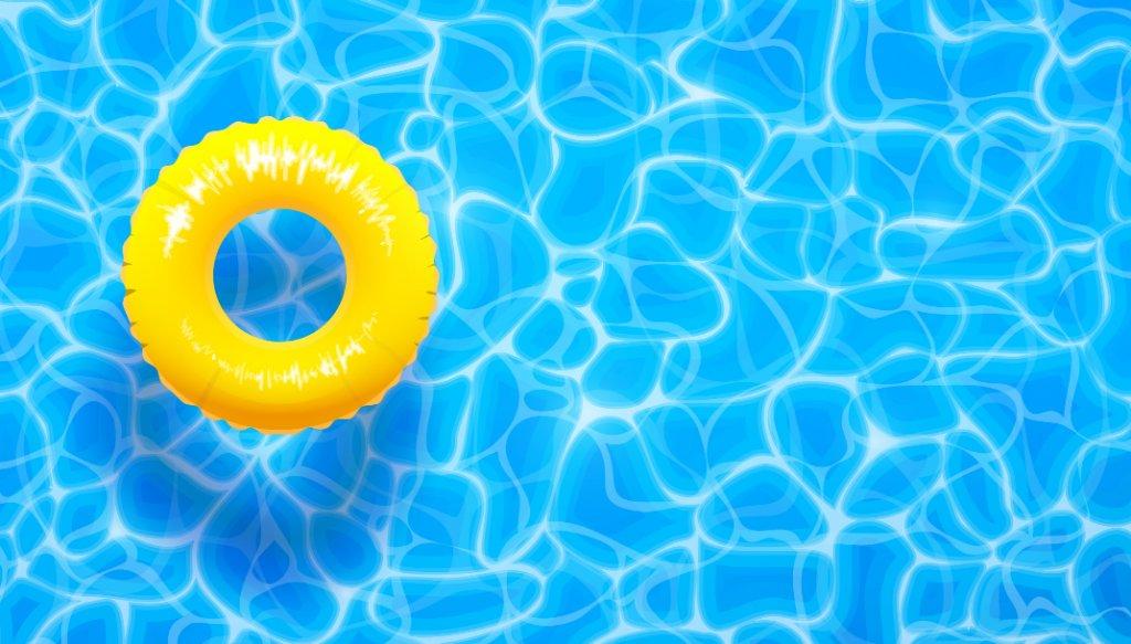 Cette image représente l'eau d'une piscine avec une bouée jaune à gauche.